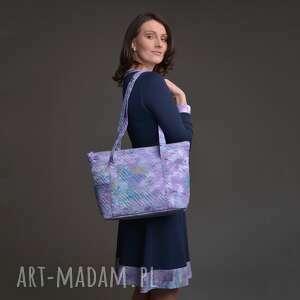 torebka a4 pikowana z materiału w kolorze fioletowym, na ramię