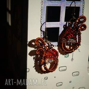 misterne ombre - kolczyki z koralików i zaplatanej miedzi - czerwone koraliki