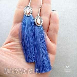 Kolczyki z chwostami w pięknym błękicie boy blue, bigle, metal, szkło, frędzle