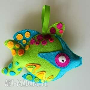 ręcznie zrobione zabawki rybka z filcu na sznureczku - zawieszka