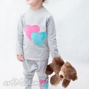 piżamka szara z różem, piżamka, bawełna, handmade, aplikacja, wygoda dla dziecka