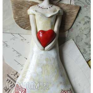 Anioł z sercem w sukni różami, ceramika, anioł, serce,