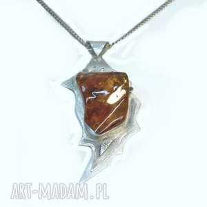 Srebrny wisiorek z bursztynem, bursztyn, srebro, wisiorek, biżuteria, oksydowany