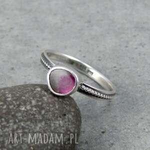 arbuzowe oczko w pierścionku