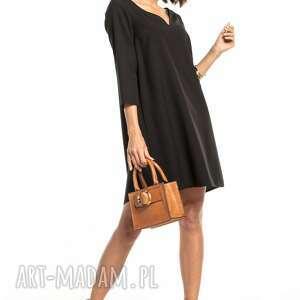 elegancka sukienka z kontrafałdą na plecach i dekoltem v, t322, czarna