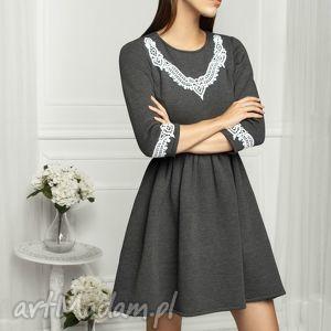 Sukienka z aplikacją grafit, dresowa, dzianina, sukienka, rozkloszowana