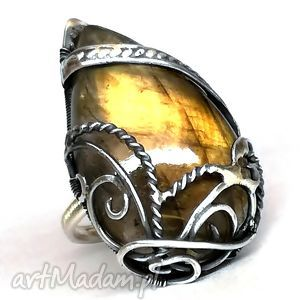 Słoneczny labradoryt, pierścionek, srebro, złoty, biżuteria
