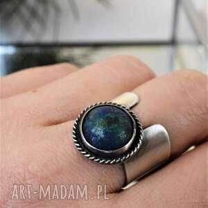 pierścień z azurytem, azuryt, srebro, szeroka obrączka, okrągły minerał