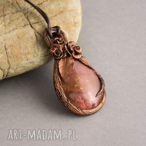Prezent Różany wisior z kwarcem wiśniowym, wisior, róże, natura, retro, na-prezent,