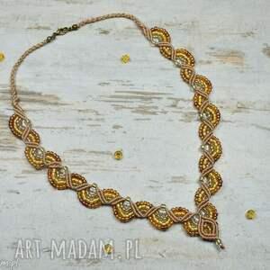 Prezent Elegancki naszyjnik z koralików w odcieniach złota. Makrama