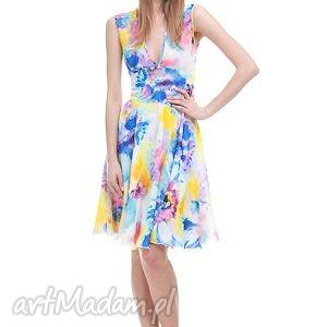 Sukienka Waris, moda