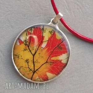 jesienny naszyjnik z rzemieniem - naszyjnik, grafika, jesień, jesienny, skóra