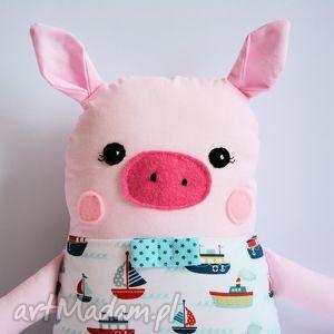 chrumka, świnka z klasą w statki, maskotka, chłopczyk, świnka, morze, marynarz