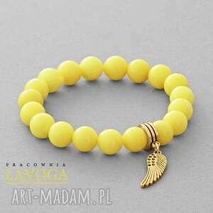 Jade with pendant in yellow. - ,jadeit,zawieszka,skrzydło,