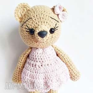 Beżowa misia w pastelowo różowej sukience 23 cm - ,miś,rękomiś,misie,maskotki,przytulanki,