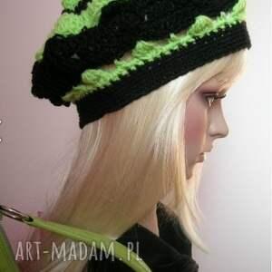 ażurowy beret na wiosnę - czerń i zieleń - beret, modny, ozdobny