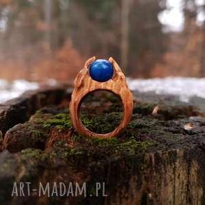 Drewniany pierścień lączony z żywicą Druid s ring , las, natura, drewno, żywica