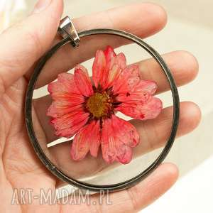 Prezent Medalion z prawdziwym kwiatem w żywicy z10, medalion-z-kwiatem