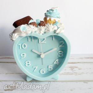 budzik błętkitny ze słodyczami, budzik, błekitny, niebieski, fimo, ciastka, babeczka