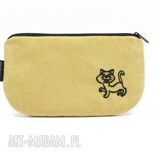 Kosmetyczka piórnik z eko zamszu wyszytym kotkiem, haft, kotek, wyszywana