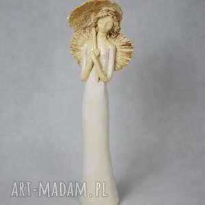 ceramika anioł z parasolem, wykonany ręcznie, unikalny