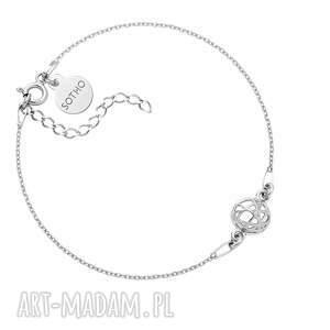 ręcznie robione srebrna bransoletka z ozdobną zawieszką