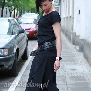 sukienki w labiryncie złudzen-kombinezon, długi rękaw