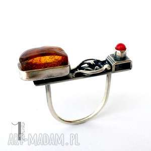 Jurata - srebrny pierścionek z bursztynem i koralem miechunka