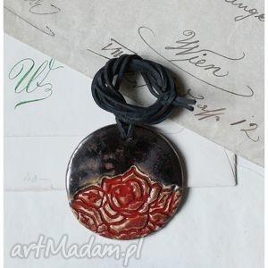 ręczne wykonanie wisiorki wisior z czerwoną różą