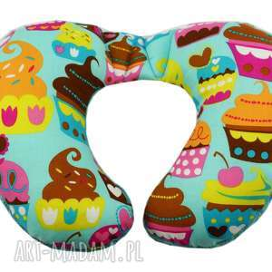 poduszka podróżna, wzór muffiny, poduszka, muffinki, muffin