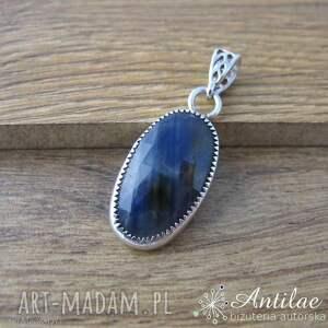 srebrny wisiorek w szafirem, niebieski szafir, kamienie naturalne, wisior
