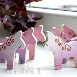 dwa magnesy ze sklejki seria konie różowe, koniki, pony, kucyki, drewno, sklejka