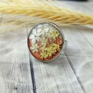 1062/mela pierścionek z żywicą i kwiatami, pierścionek, żywica, kwiaty, epoksyd
