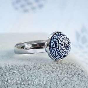 srebrny pierścionek regulowany