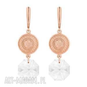 długie kolczyki z różowego złota z medalionami i kryształami