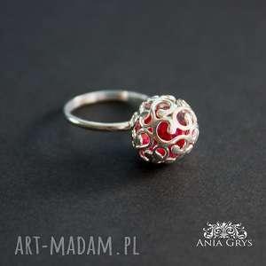 świąteczny prezent, ażurowa kulka, ażurowa, srebrny, pierścionek