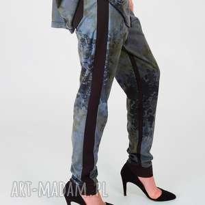 zamszowe spodnie z lampasami, zamszowe, lampasy, kwiatowy, casual, wygodne, nadruk