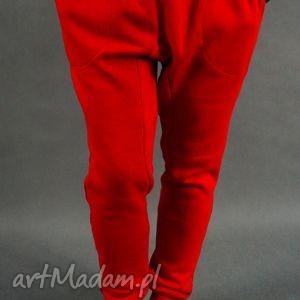 Baggy LilYo : czerwone, baggy, dresowe, obniżonykrok, ciepłe, streetwear