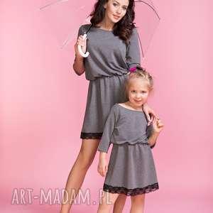 Sukienka z ozdobną koronką MAMA TM1, kolor szary, sukienka, lekko, rozkloszowana
