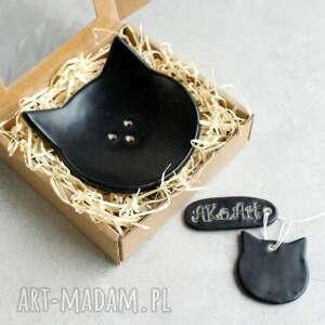 pod choinkę prezent, czarny kot - mydelniczka, kot