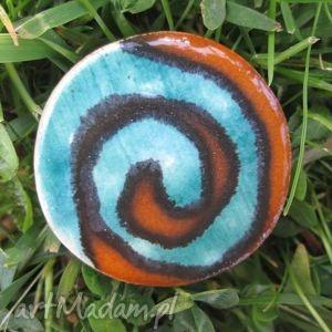 Prezent zakręcona broszka, ceramiczna, kolorowa, ceramika, prezent