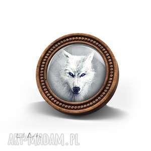 broszki broszka drewniana liliarts - biały wilk, broszka, drewniana, naturalna