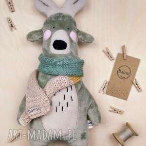 bamsi jeleń w trójkolorowym szalu - leśna przytulanka z minky, szalik, prezent