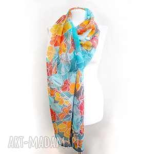 Długi jedwabny szal ręcznie malowany w żółte i pomarańczowe kwiaty Nasturcji na