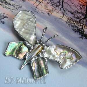 broszka i wisiorek (2 w 1): motyl z tęczową muszlą, broszka motyl, macica