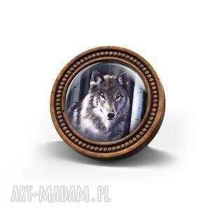 broszka drewniana liliarts - szary wilk, leśna, drewno, naturalna, prezent