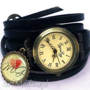 walentynkowe inicjały - zegarek bransoletka na skórzanym, personalizowany