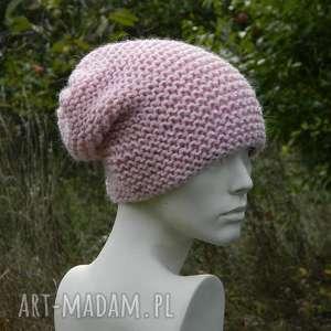 pastel pink - na prawo cekiny czapka - cekiny, dziergana, pastelowa, jasna