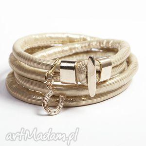 złota z podkówką, rzemień, pozłacane, podkowa, zawieszka, modna, prezent