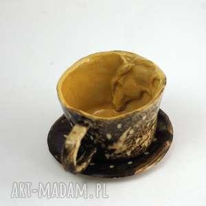 ceramiczna filiżanka kubek z figurką konia brązowo-miodowe przetarcia, kubek